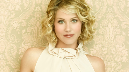 Jessica Simpson short mid length haircut wavy hairstyles
